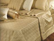 Set 7 τεμαχίων γάμου code 41 - 2 σεντόνια και 2 μαξιλάρια βαμβακομέταξα 2 μαξιλάρια και ένα κουβερλί