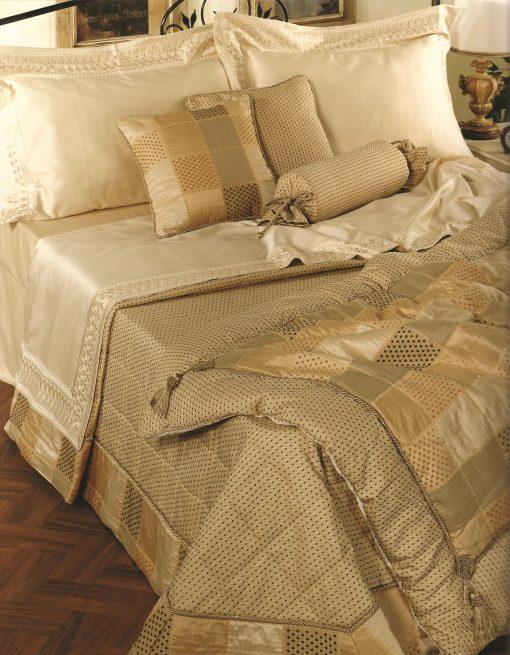 Set 7 τεμαχίων γάμου code 35 - 2 σεντόνια και 2 μαξιλάρια βαμβακομέταξα 2 μαξιλάρια και ένα κουβερλί